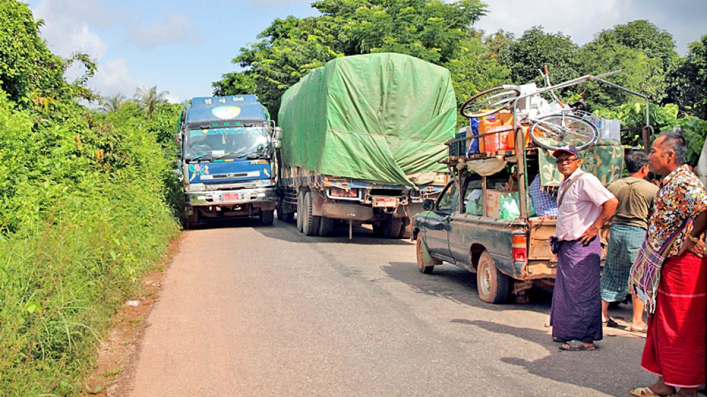 Delivery trucks attempt to squeeze through the narrow road between Eindu in Myanmar and the Thai border. Photo: ADB/Myo Thame.