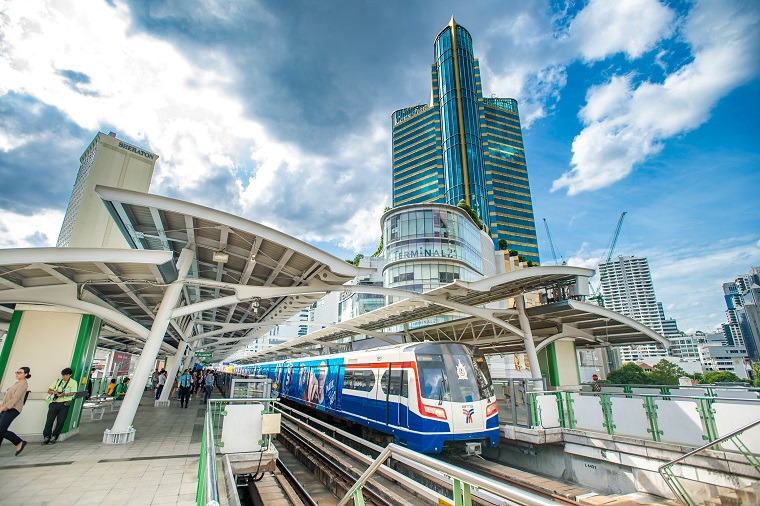 The BTS Skytrain arrives at Asoke station,  one of Bangkok's busiest business districts. The Eastern Economic Corridor project includes a motorway from Bangkok to Rayong, making travel to Thailand's capital city faster and easier. Photo: ADB.