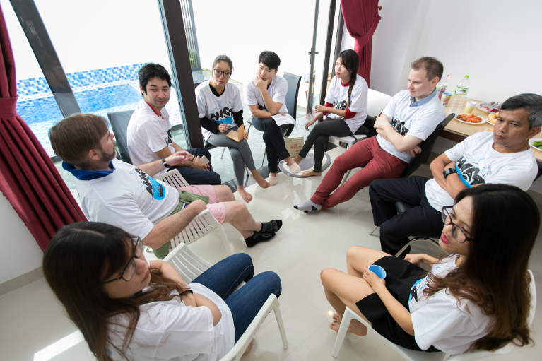 Startup entrepreneurs get advice from experts at a tourism mentoring bootcamp. Photo: MIST